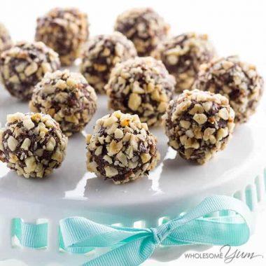 A super easy Nutella truffles recipe! These sugar-free, gluten-free, & low carb chocolate truffles taste like Nutella & have a crunchy hazelnut coating. Detail: sugar-free-chocolate-nutella-truffles-low-carb-gluten-free-3