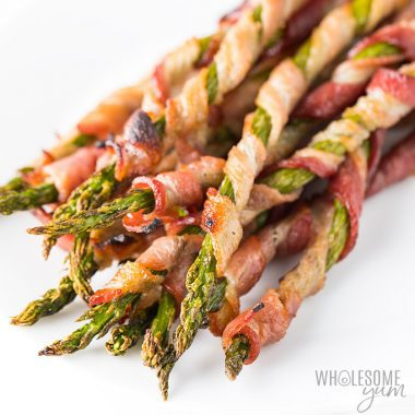 Crispy Bacon Wrapped Asparagus Recipe in the Oven - This easy bacon wrapped asparagus recipe in the oven includes tricks for extra crispy bacon. Everyone loves these easy asparagus and bacon appetizers. And, bacon wrapped asparagus is naturally low carb, keto, paleo, and whole30 friendly. Detail: crispy-bacon-wrapped-asparagus-3