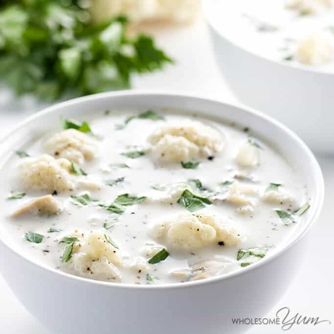 This easy, gluten-free, low carb clam chowder recipe is creamy and healthy at the same time. Ready in just 15 minutes, with only 5 ingredients.