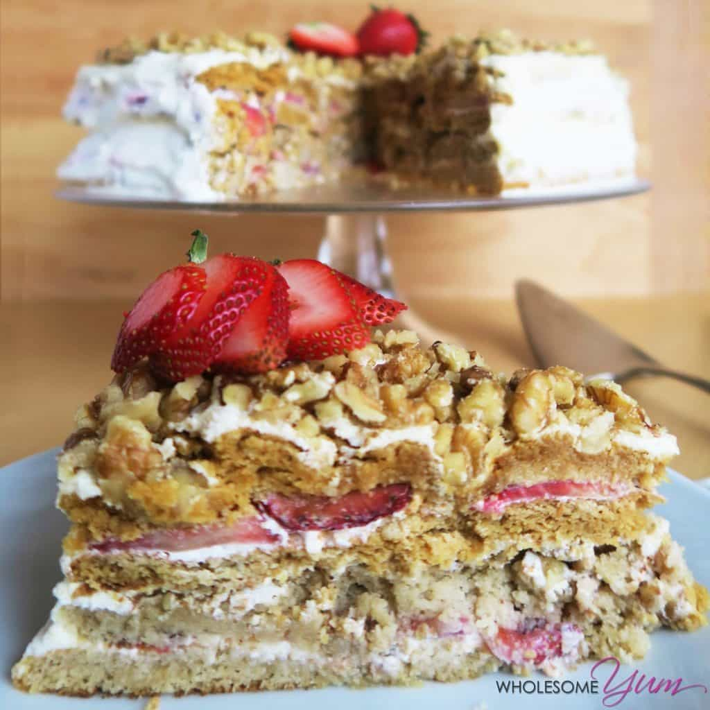 Medovik cake recipe with strawberries low carb gluten free - Recette low carb ...