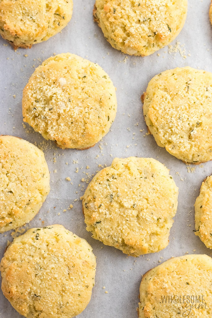 Easy Garlic Parmesan Keto Biscuits Recipe (Gluten-Free) - Buttery keto biscuits with garlic and parmesan are perfect for holiday meals, weeknight dinners, and snacks. This gluten-free biscuits recipe is super easy, too!