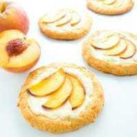 Low Carb Cheese Danish Recipe with Peaches (Keto, Gluten-free) - This low carb cheese danish with peaches is a delicious way to enjoy summer and only has 7 ingredients. Keto, gluten-free, and nut-free.