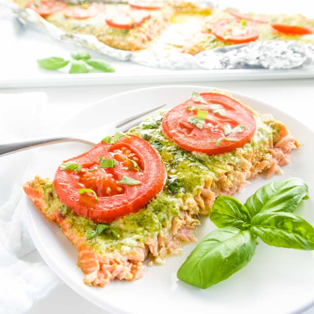 This easy pesto salmon milano recipe with tomatoes goes from preparation to your table in only 30 minutes. Low carb & gluten-free, with only 4 ingredients.