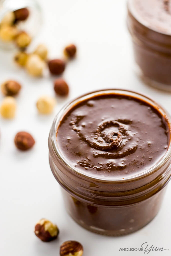 5-Ingredient Sugar-free Nutella Spread (Low Carb, Paleo) - This sugar-free Nutella recipe makes the perfect chocolate hazelnut spread. Low carb, paleo, sugar-free, gluten-fre and just delicious. Only 5 ingredients!