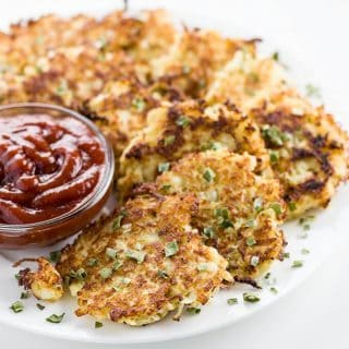 This low carb cauliflower hash browns recipe makes an easy, healthy breakfast. Naturally paleo & gluten-free. It takes only 15 minutes & 6 ingredients!