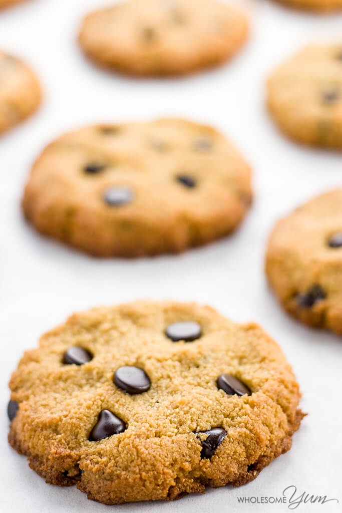 Sugar-free Low Carb Chocolate Chip Cookies (Paleo, Gluten-free) - This sugar-free, low carb chocolate chip cookies recipe will become your new favorite treat! They're paleo and gluten-free, too.