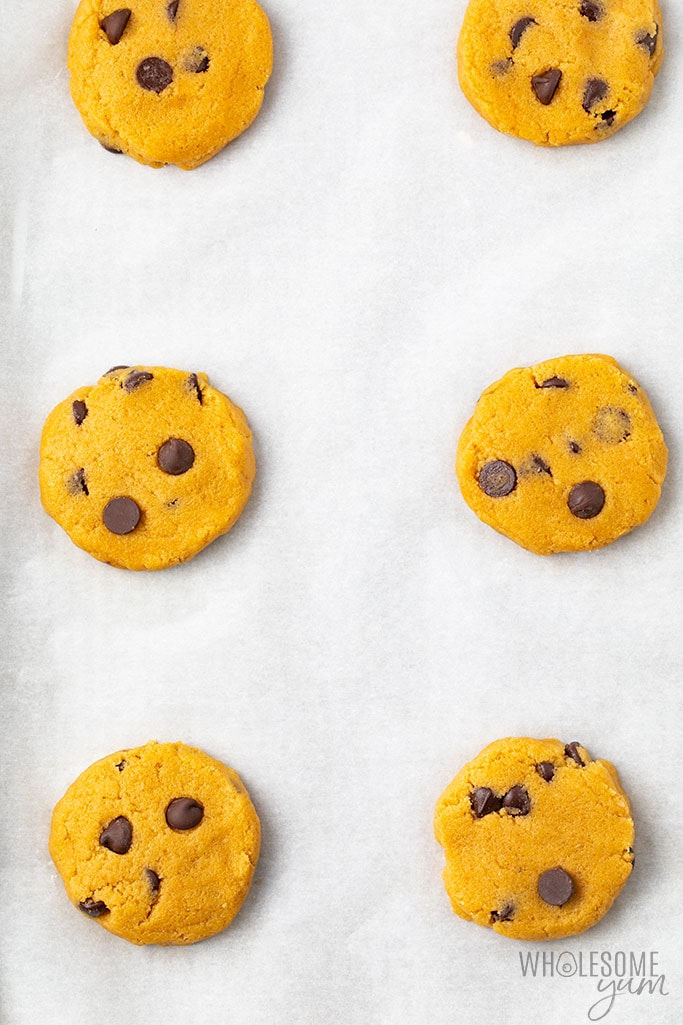 Low carb chocolate chip cookie recipe before baking