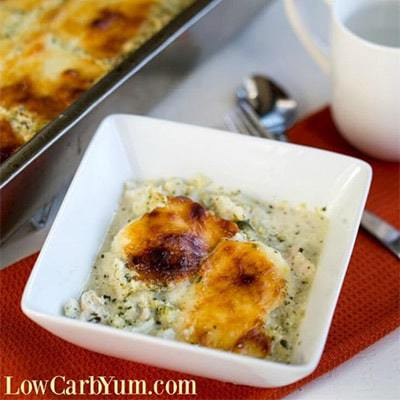 Chicken Alfredo Casserole with Broccoli from Low Carb Yum - It's easy to cook for a crowd with this delicious low carb chicken Alfredo casserole.