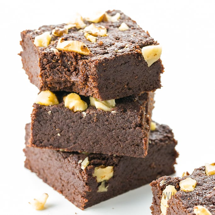The BEST keto brownies recipe, ready in under 30 minutes! Just 6 ingredients needed to make easy fudgy keto brownies with almond flour.