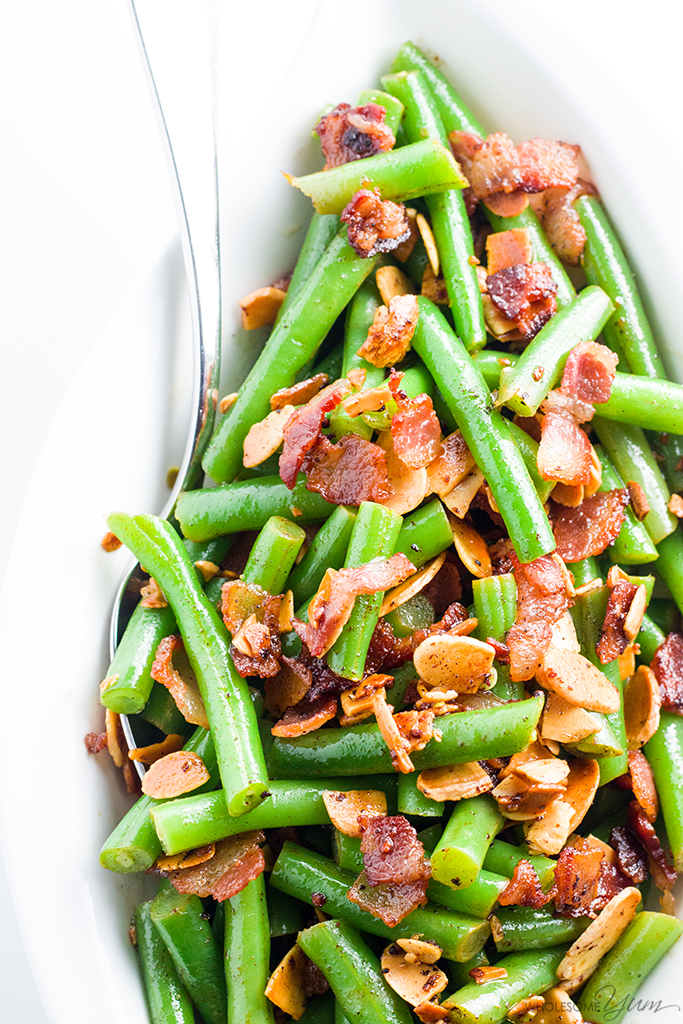 Pan Fried Green Beans Almondine Recipe with Bacon and Garlic - Want to know how to cook fresh green beans in the most delicious way ever? Try pan fried green beans almondine with bacon and garlic. Just 6 ingredients!