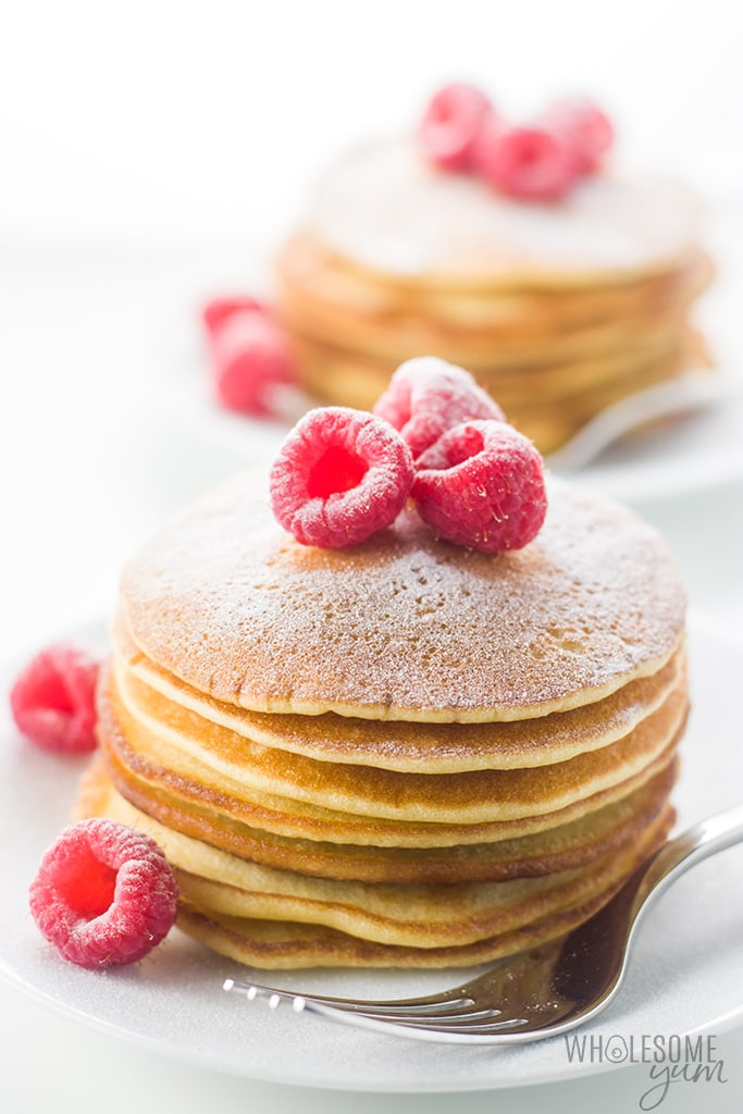 Easy Keto Almond Flour Pancakes Recipe - These fluffy almond flour pancakes are so simple to make! Just a few common ingredients needed. You're going to love this easy keto almond flour pancake recipe. They're paleo, too!