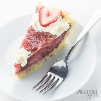 Gluten-free Sugar-free Strawberry Pie Recipe with Gelatin - Make this easy gluten-free strawberry pie recipe with fresh or frozen strawberries. Just 5 ingredients, plus coconut flour crust! Sugar-free strawberry pie is low carb, keto, and has a paleo option.