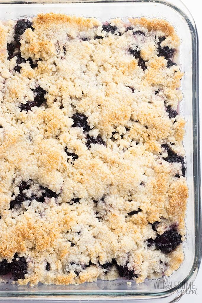 Healthy Sugar-Free Low Carb Blackberry Cobbler Recipe - This easy sugar-free blackberry cobbler recipe needs just 10 minutes prep! So delicious, no one will know this is a low carb blackberry cobbler.