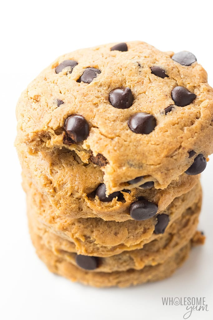 Easy Low Carb Chocolate Chip Peanut Butter Protein Cookies Recipe - This easy chocolate chip peanut butter protein cookies recipe is so chewy! Just 6 ingredients, 1 bowl, and 10 minutes prep for delicious, flourless low carb protein cookies. They're naturally gluten-free.