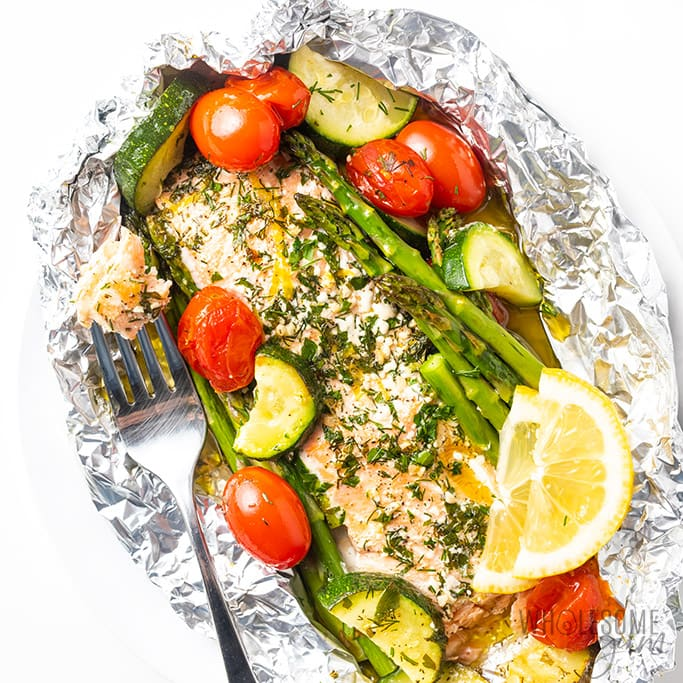 Baked salmon foil packets with vegetables