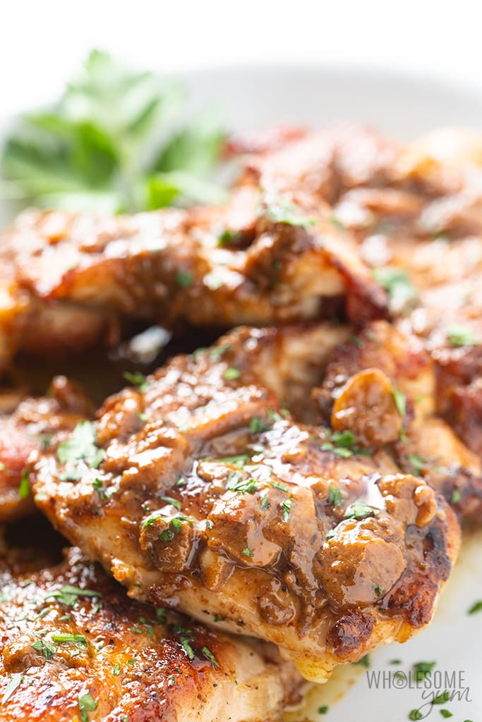 garlic chicken recipe on a plate