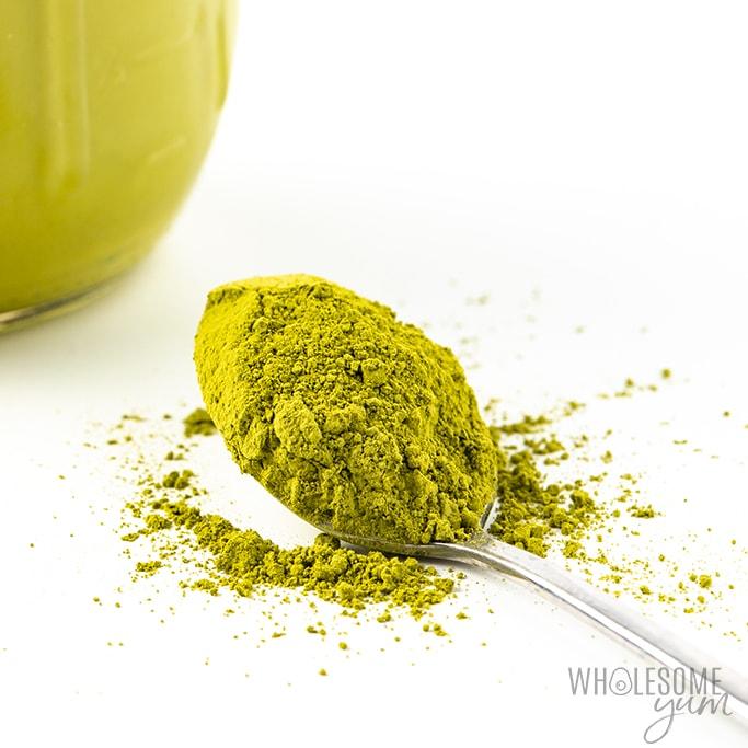 matcha powder on spoon