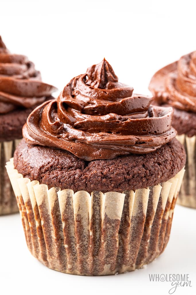 keto chocolate cupcakes with frosting