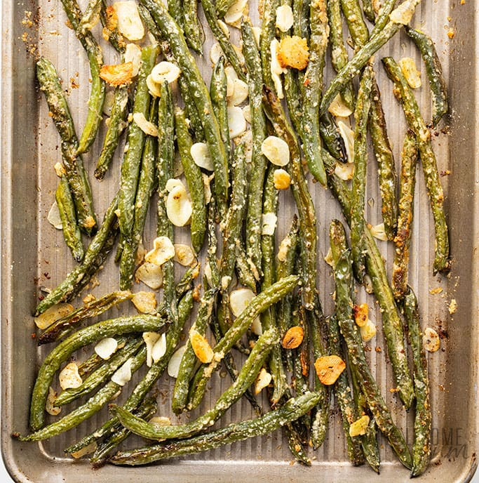roasted green beans with parmesan and sliced garlic