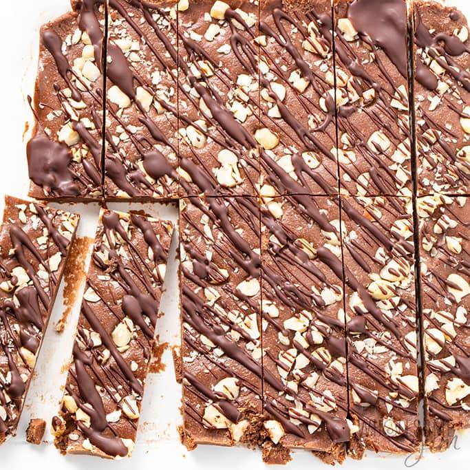 keto friendly protein bars sliced