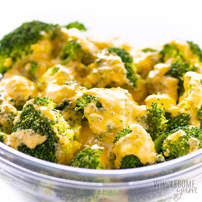 keto cheese sauce for broccoli in a bowl