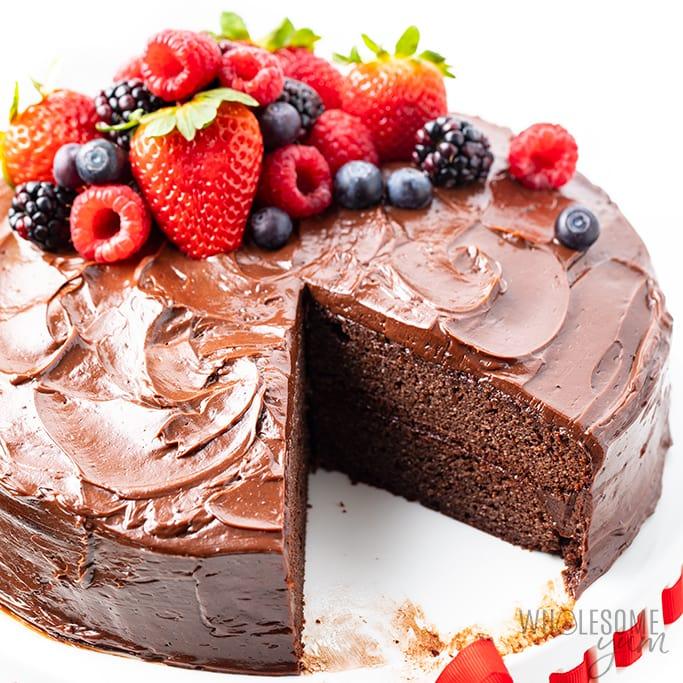 sugar-free keto chocolate cake recipe with chocolate frosting