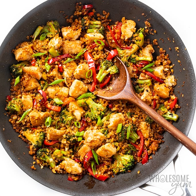 chicken stir fry with cauliflower rice in pan