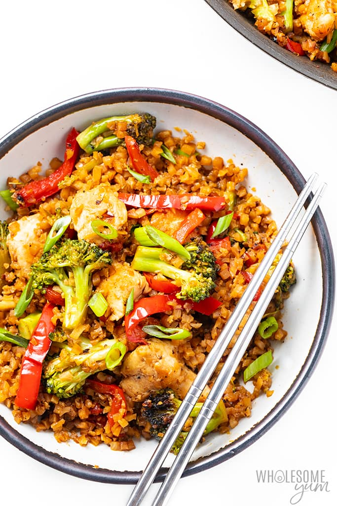 low carb chicken stir fry in bowl