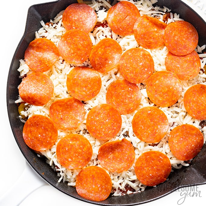 Mozzarella and pepperoni toppings for crustless pizza
