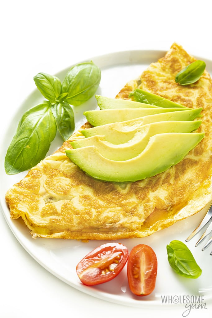 veggie omelette with avocado