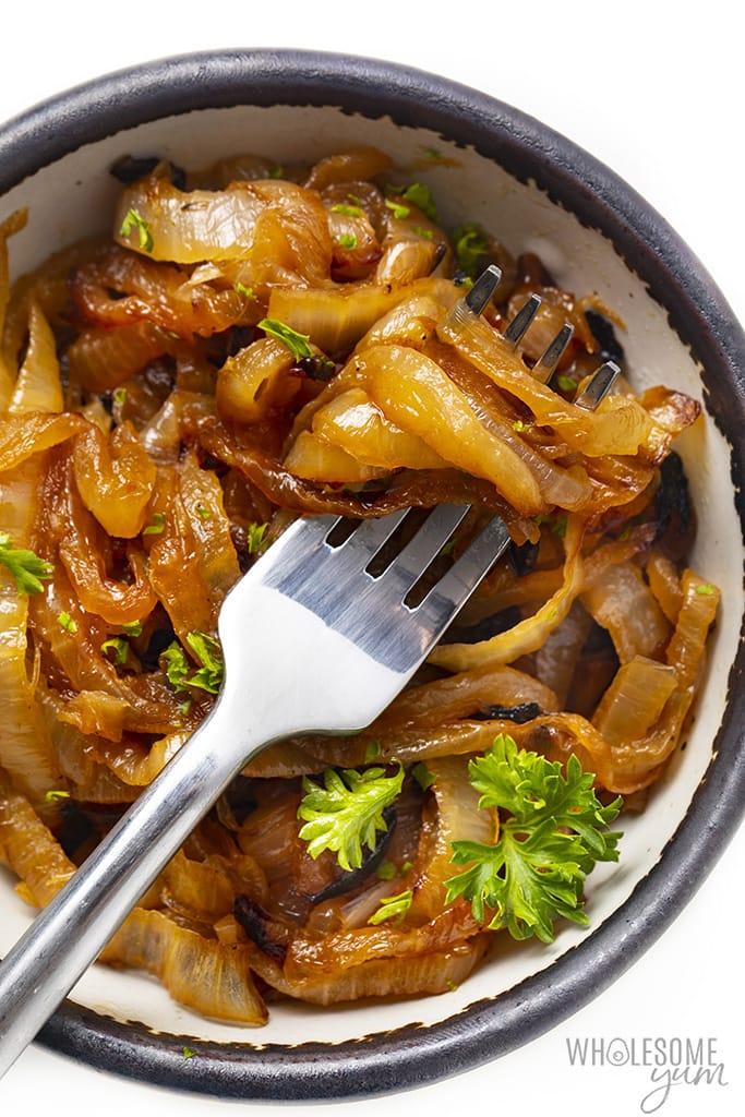 https://www.wholesomeyum.com/wp-content/uploads/2020/08/wholesomeyum-how-to-make-the-best-caramelized-onions-10.jpg