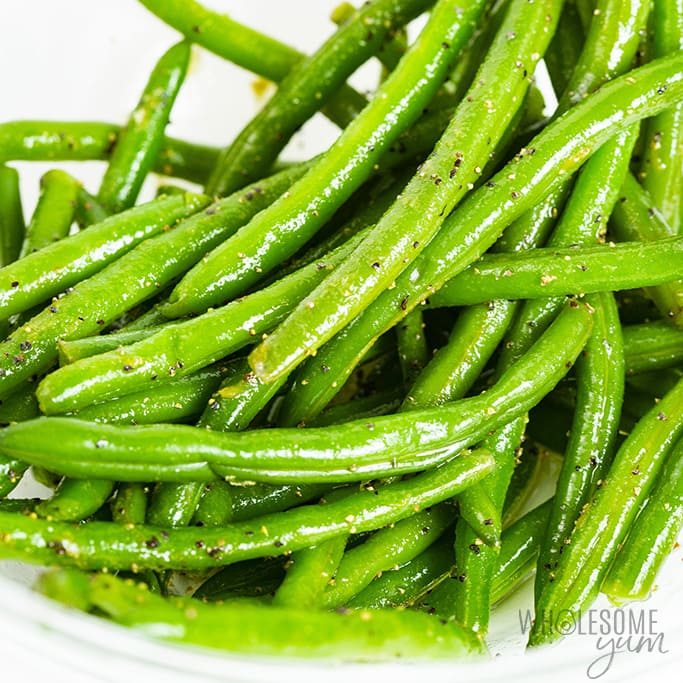Seasoned green beans in a bowl