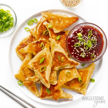 White plate with keto crab rangoon and sauce