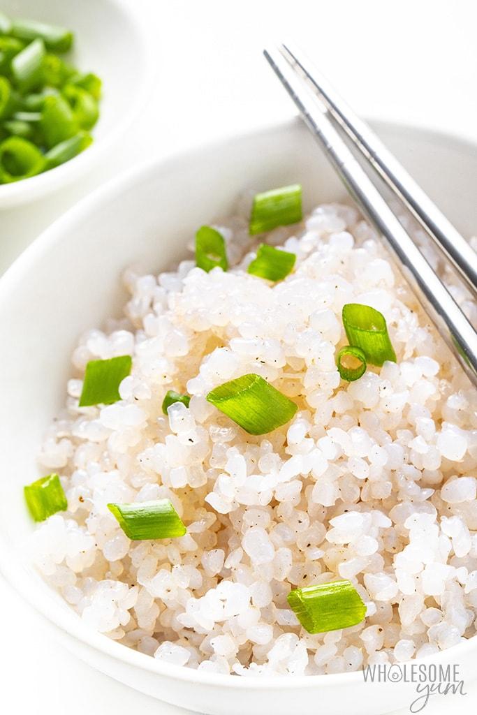Bowl of shirataki rice with green onion