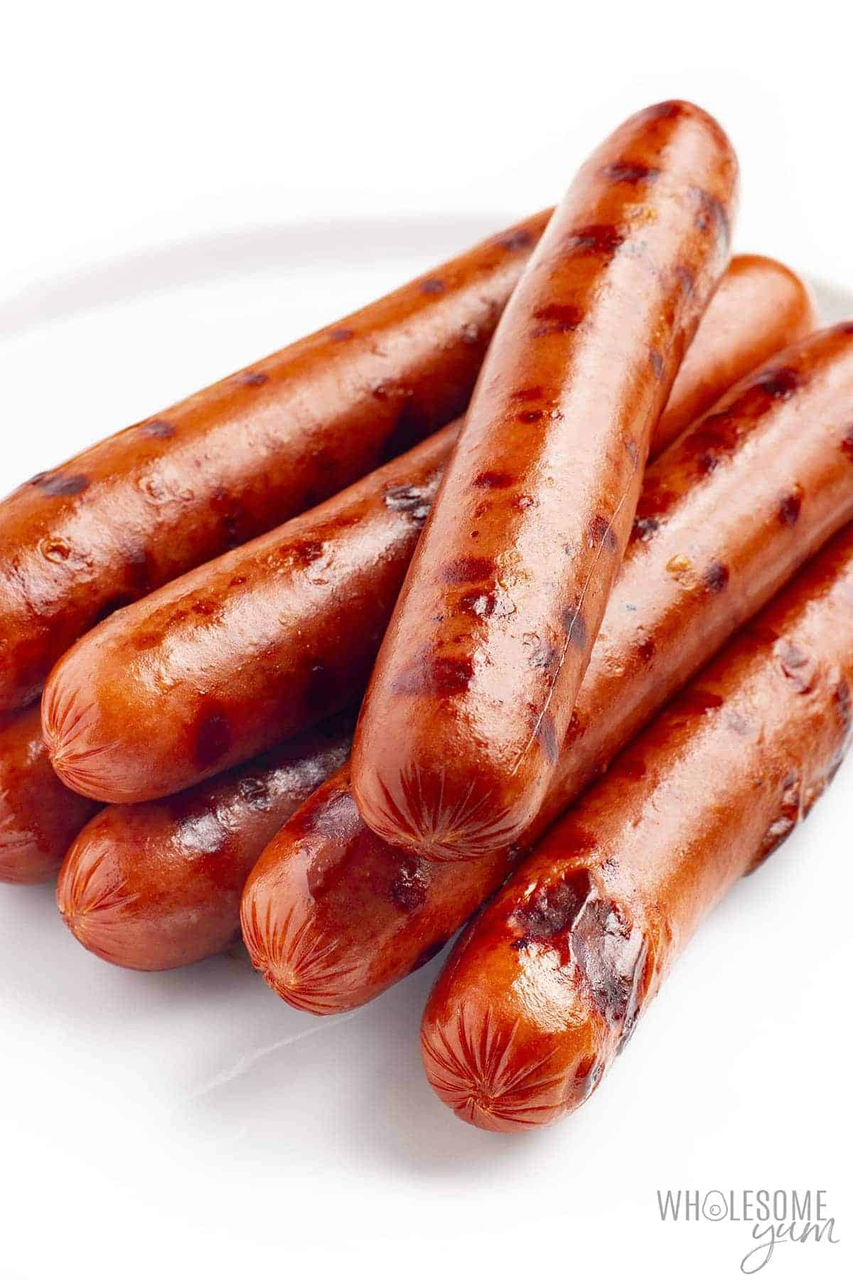 How many carbs in hot dogs? These cooked, plain hot dogs are low in carbs.