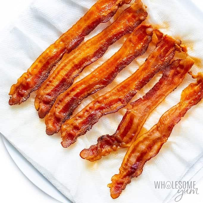 Bacon on paper towels after cooking