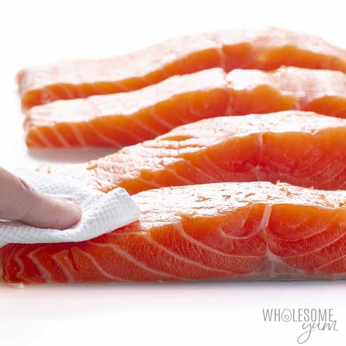 Drying salmon fillets with paper towel