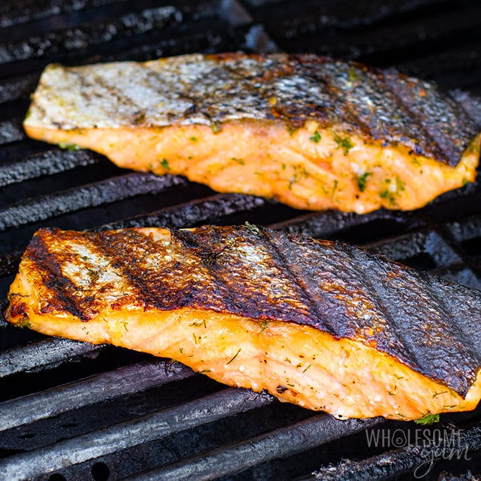 Grilled salmon with skin side up after flipping