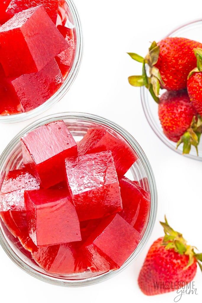 Keto strawberry jello in 2 serving dishes
