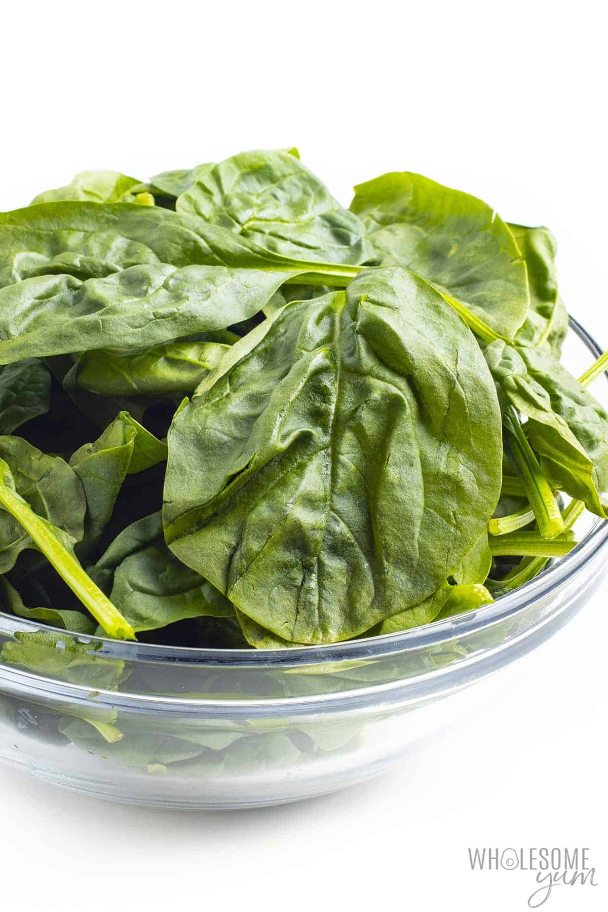 Is spinach keto? This bowl of raw spinach is keto friendly.