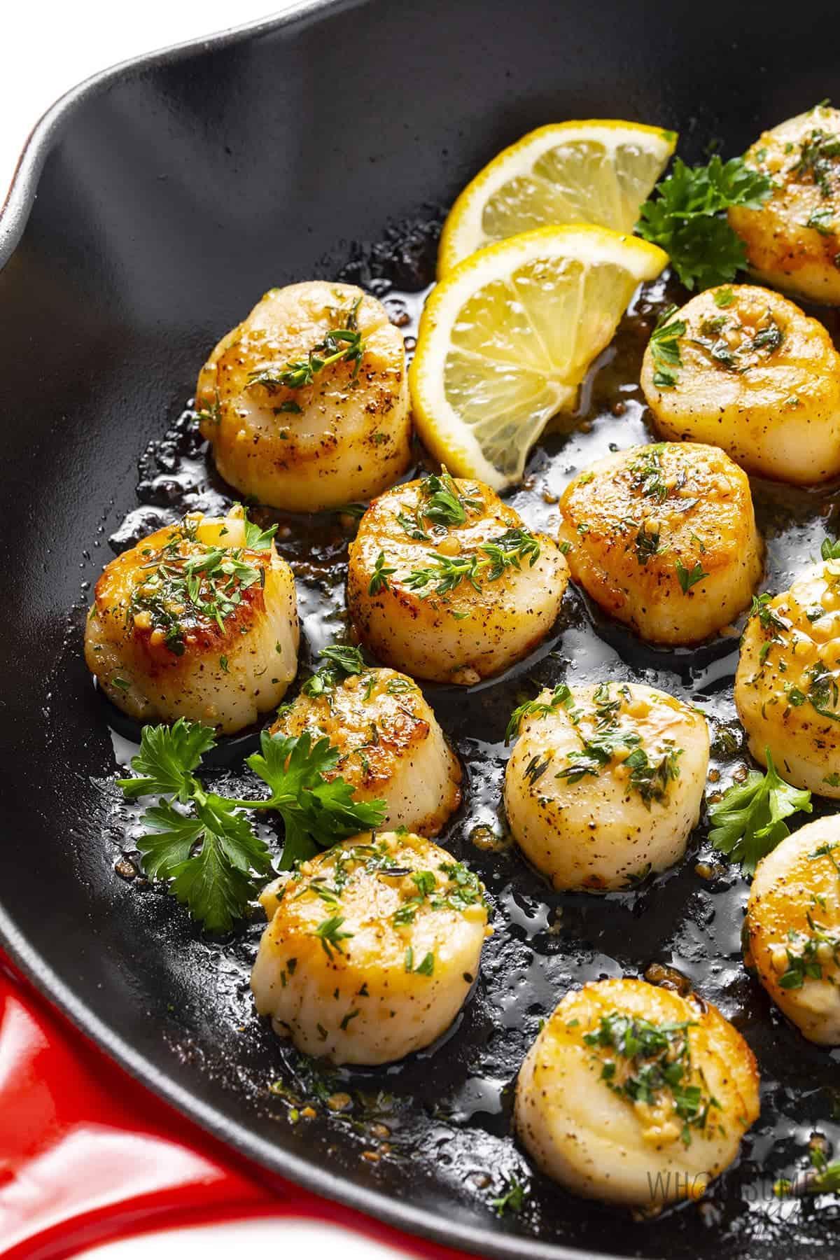 Pan with seared sea scallops