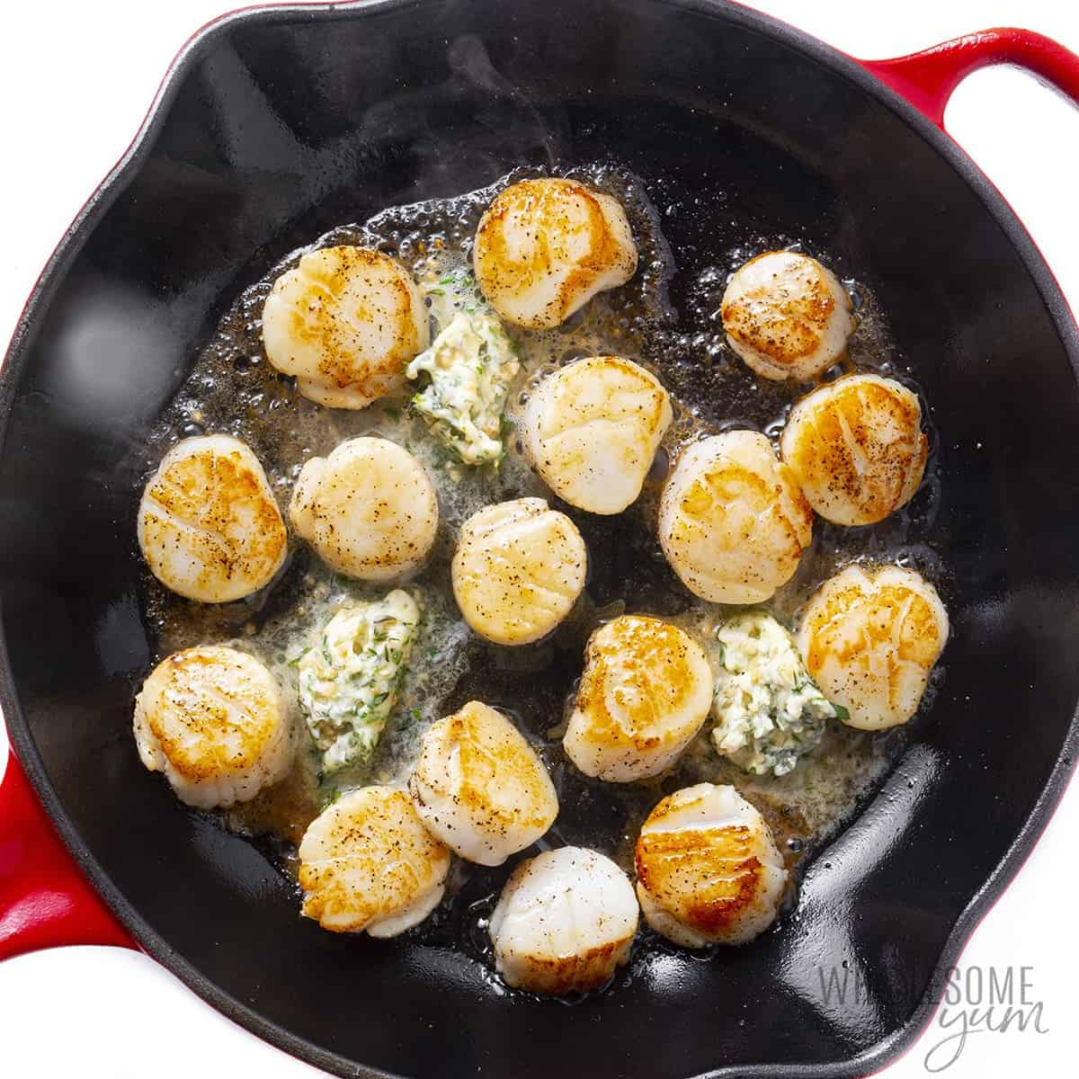 Scallops with garlic butter in skillet